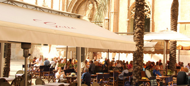 Palma de Mallorca cafes and square